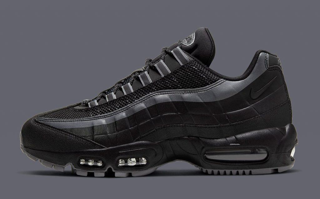 Une image contenant chaussures, habits, intérieur, noir  Description générée automatiquement